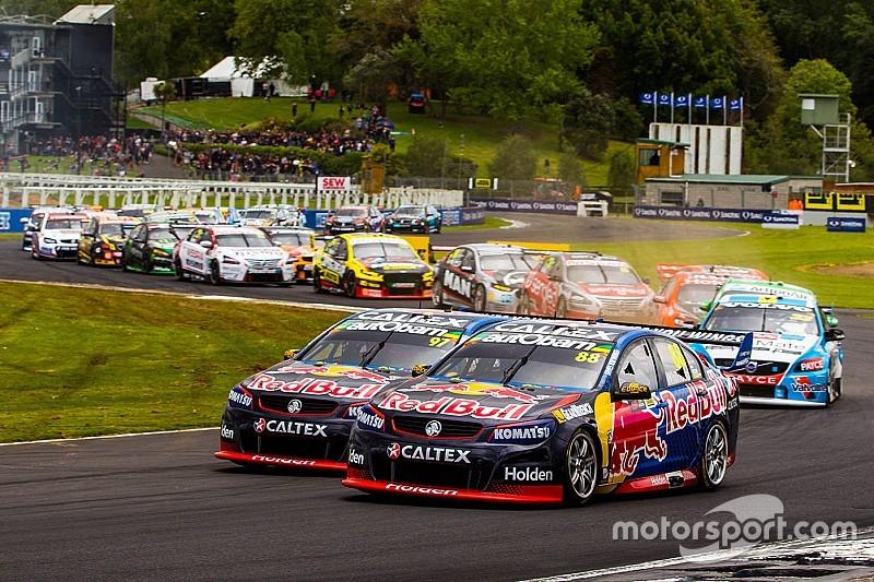Supercars in Auckland: Crash der Spitzenreiter, Titelkampf spitzt sich zu