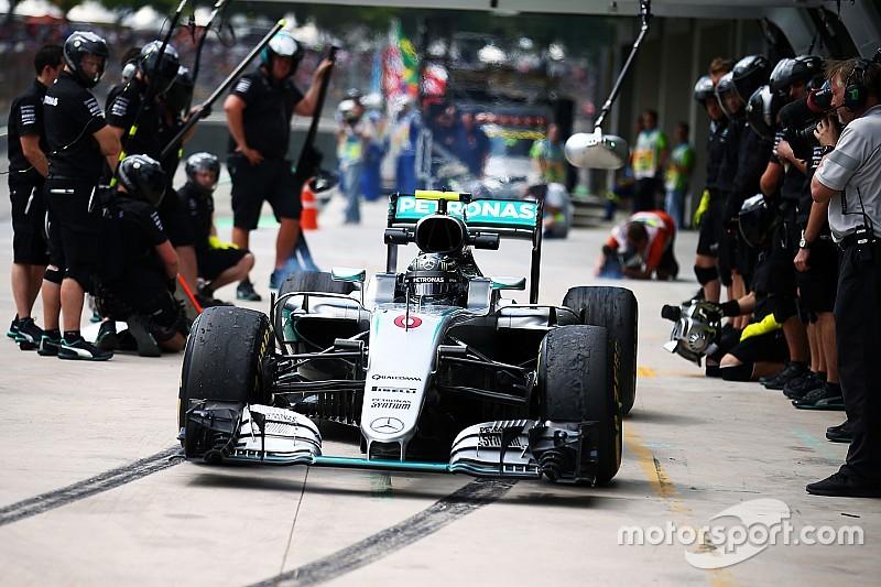 Los cajones de boxes de Mercedes cambian de lugar