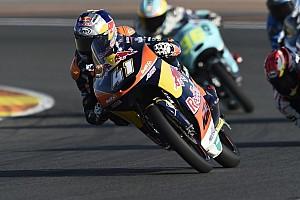 Moto3 Relato da corrida Em grande recuperação, Binder vence na despedida da Moto3