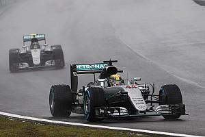 """F1 レースレポート 【F1ブラジルGP】決勝:""""3時間レース""""を制したハミルトンが優勝。最終戦に望みを繋ぐ"""