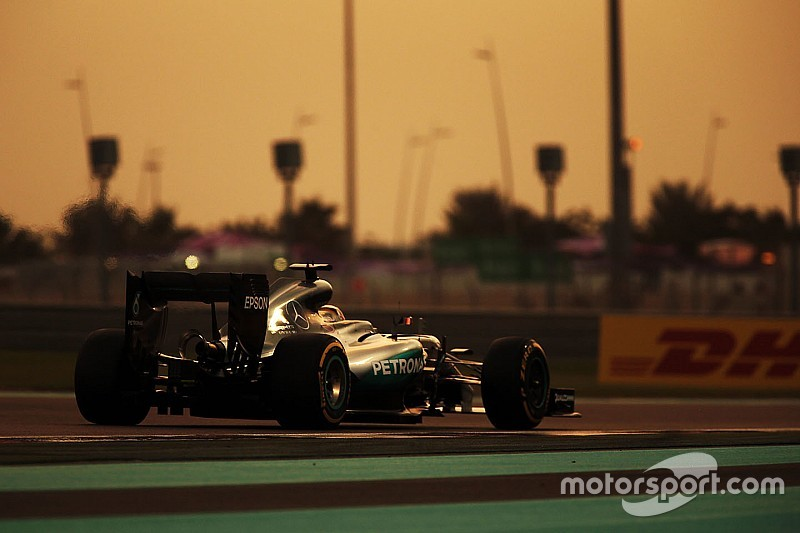 "Focado, Hamilton comemora pole ""sob controle"" em Abu Dhabi"