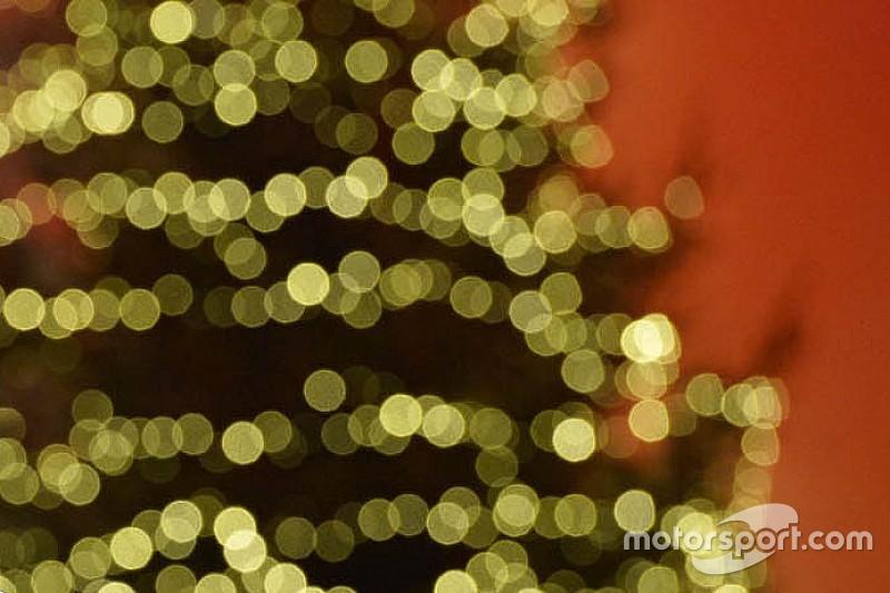 Команди і пілоти Формули 1 вітають із Різдвом!