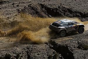 Dakar Intervista Dakar, Peugeot: Loeb torna leader dopo aver fatto il meccanico