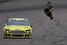 NASCAR Человек-сальто. Из NASCAR ушел Карл Эдвардс
