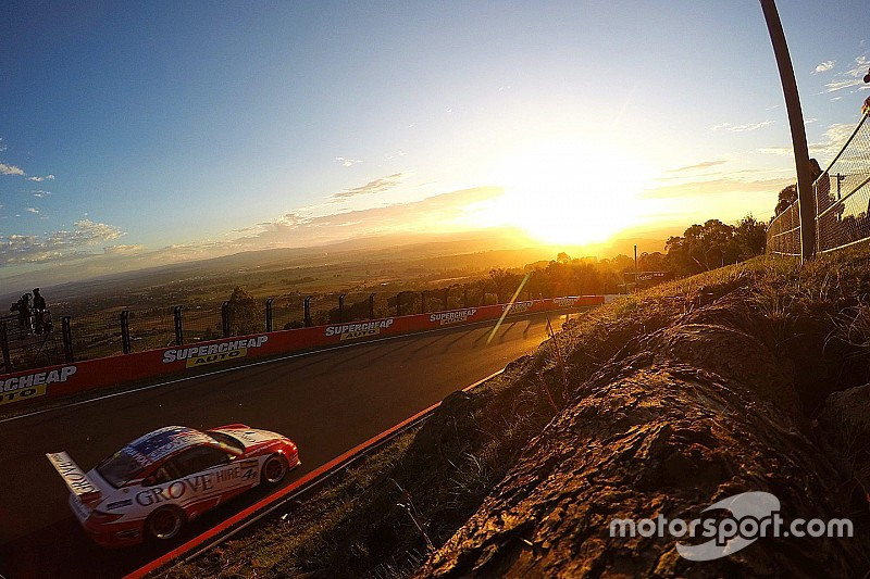 Команда Grove Porsche визначилась із складом гонщиків на 12 годин Батхерсту