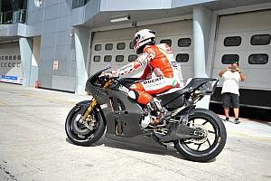 MotoGP Test La Ducati apre le danze: ecco la Desmosedici GP a Sepang con Pirro