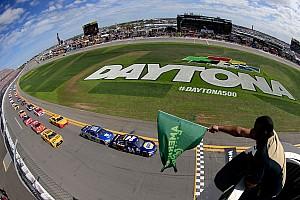 NASCAR Cup Últimas notícias De contrato renovado, Record News segue com NASCAR em 2017