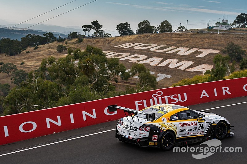 12h Bathurst nach 4 Stunden: Nissan führt turbulentes Rennen an