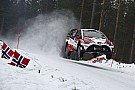 WRC Zweden: Neuville verliest wiel, Latvala neemt leiding in klassement over
