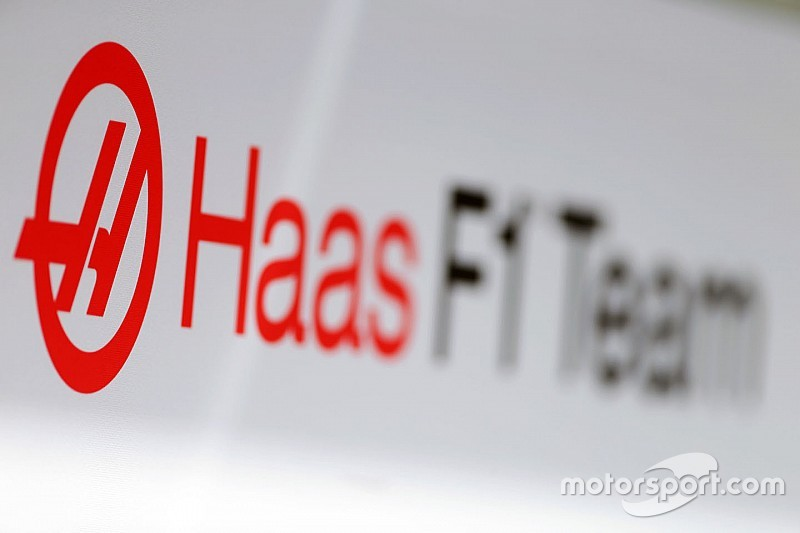 Фото. Как выглядит перекрашенная машина Haas