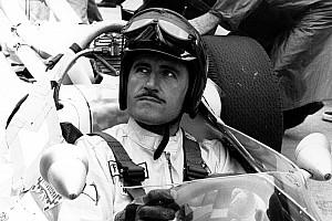 Формула 1 Топ список Фотофакт: легенда Ф1 Грем Хілл навчає свого сина Деймона пілотувати машину