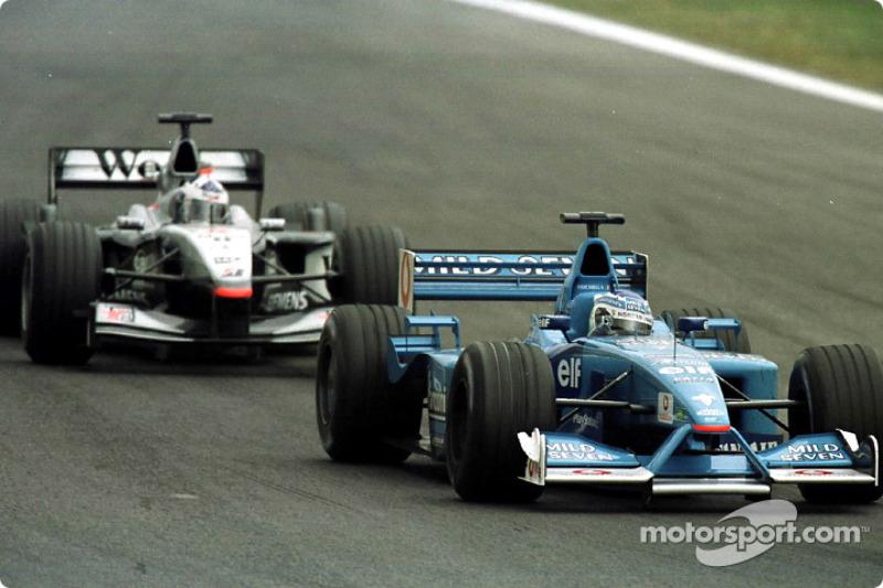 Giancarlo Fisichella devant David Coulthard au GP d'Espagne