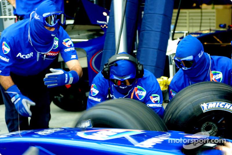 Tire change practice, Prost
