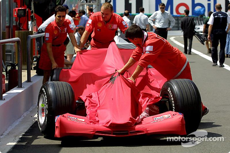 Team Ferrari working