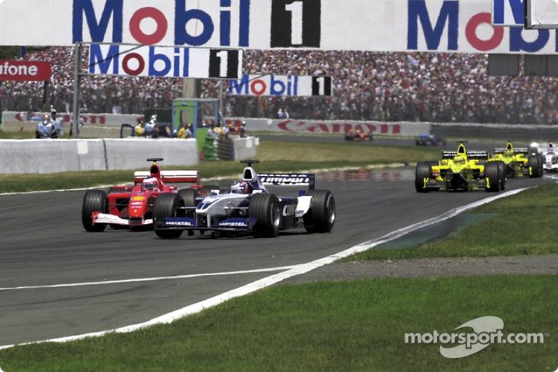 Adelaide corner in the first lap: Rubens Barrichello and Juan Pablo Montoya