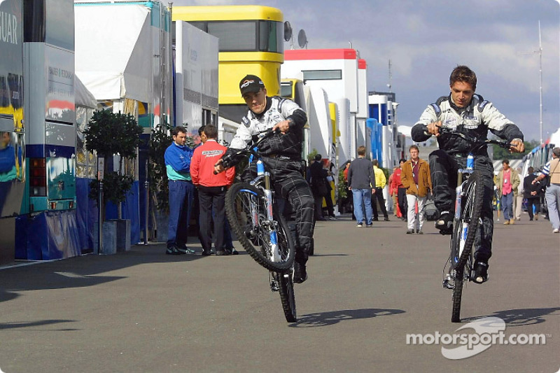 Fernando Alonso and Tarso Marques trying the new Minardi bike