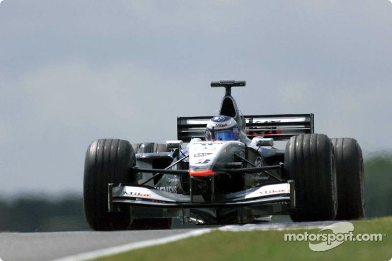 Ganador del Gran Premio de Gran Bretaña de F1 2001: Mika Häkkinen (McLaren-Mercedes MP4-16)