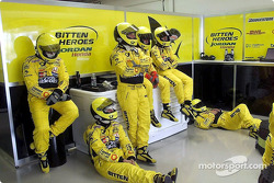 Team Jordan between pit stops