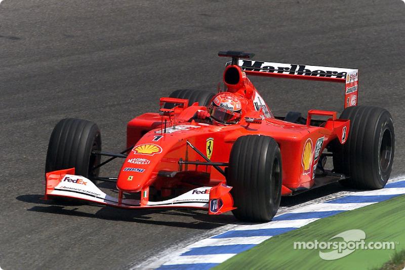 """2001: Schumacher da el """"sí quiero"""" a Schuberth"""