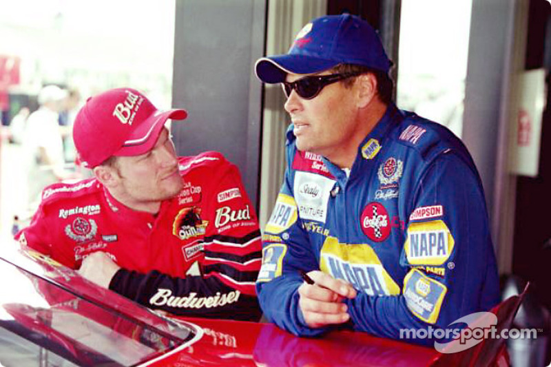 Dale Earnhardt Jr. y Michael Waltrip.