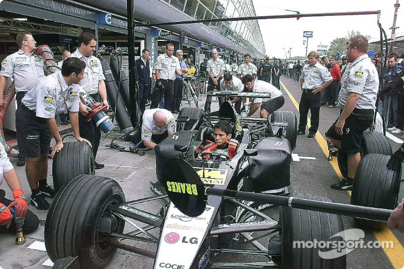 Alex Yoong practicing pitstop