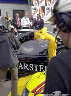 Christian Abt felicitando a Uwe Alzen