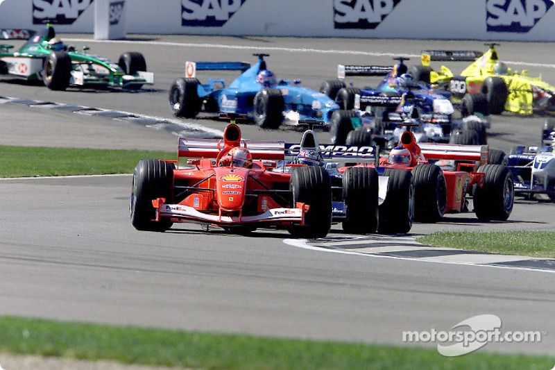 First corner: Michael Schumacher in front of Juan Pablo Montoya