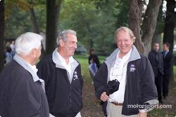 Junior Johnson, Ned Jarrett et Bob Gurney partagent un moment