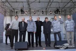 Mario Illien, Prof. Jürgen Hubbert, Mika Hakkinen, Ron Dennis, Norbert Haug, Alexander Wurz, David C