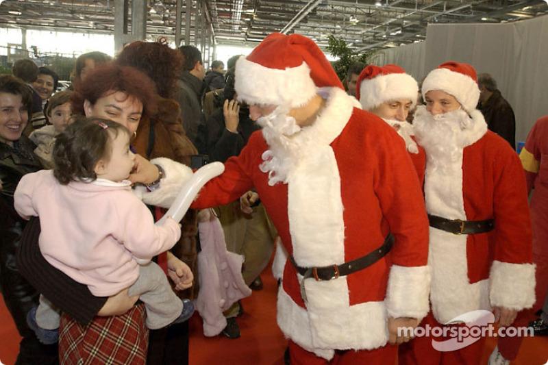 Le traditionnel Noël de Ferrari : Michael Schumacher, Luca Badoer and Rubens Barrichello