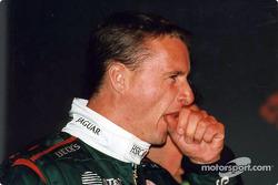 Eddie Irvine pense à la nuit dernière