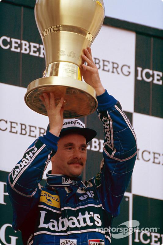 El ganador de la carrera Nigel Mansell