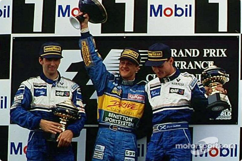 El podio: el ganador Michael Schumacher con Damon Hill y David Coulthard