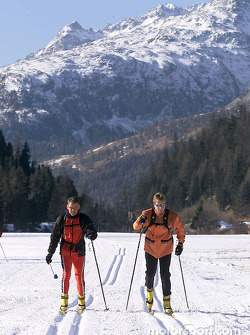Swapping a race car for cross country skis: Tom Kristensen (left) and Frank Biela at the fitness camp in St. Moritz