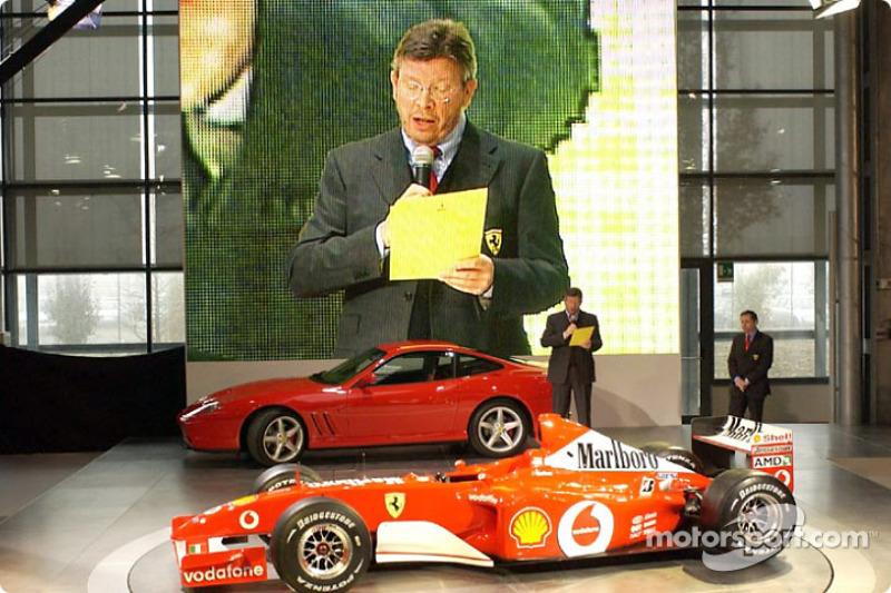 Ross Brawn présente la nouvelle Ferrari F2002