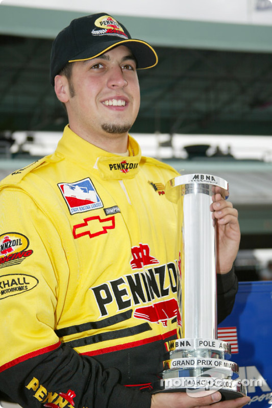 Sam Hornish Jr avec le trophée de la pole position