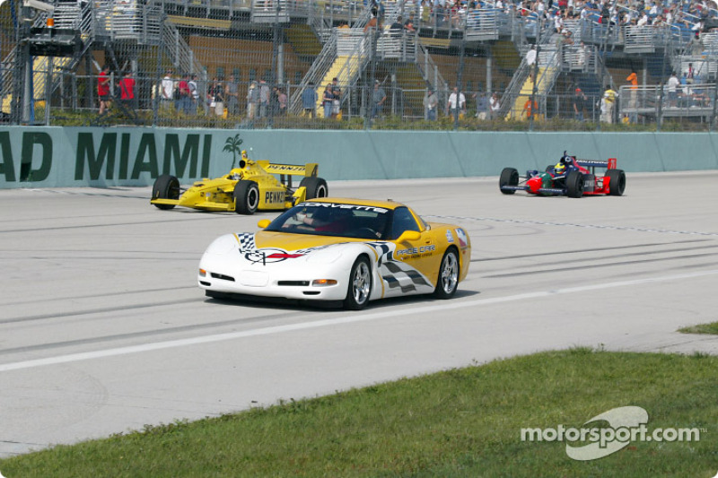 Pace car out, in front of Sam Hornish Jr. and Felipe Giaffone