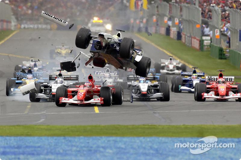 Já a temporada de 2002 começou um uma batida de grandes proporções, envolvendo o pole Barrichello e Ralf Schumacher, que lutavam pela liderança.