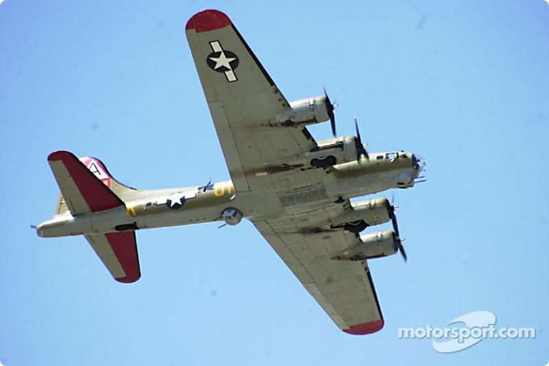 Un B-14 survole