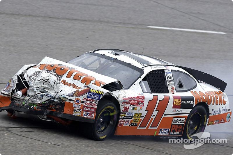La Ford Taurus de Brett Bodine reprend la piste après un accident