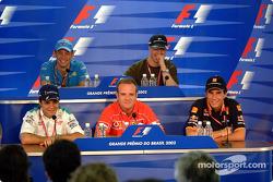 Conferencia de prensa del jueves: Felipe Massa, Rubens Barrichello y Enrique Bernoldi al frente, y J