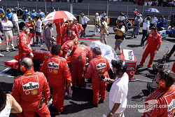 Team Ferrari getting ready for the race