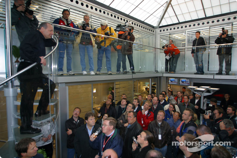 Team Principal Ron Dennis welcoming guests to the house warming party of the West McLaren Mercedes Team Communications Centre