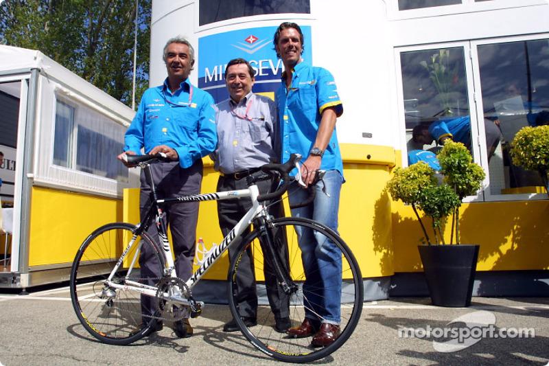 Flavio Briatore, Patrick Faure y el ciclista Mario Cipollini