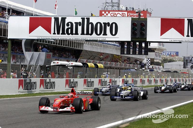 La arrancada: Michael Schumacher tomando la delantera sobre Ralf Schumacher