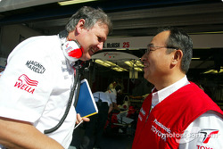 Kazuo Takeuchi talking with Norbert Kreyer