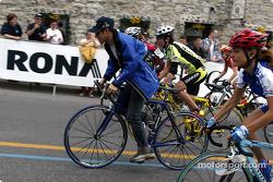 Felipe Massa était invité par M. Daniel Mannibal, organisateur de la World Cup et Tour Grand Montreal, à mener le tour de chauffe devant les cyclistes participant à la dernière manche de la World Cup Cycling à Terrebonne, près de Montréal