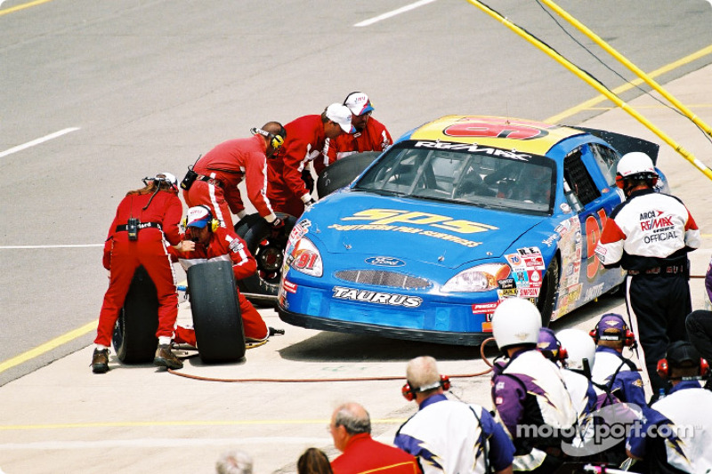 Pitstop for James Hylton