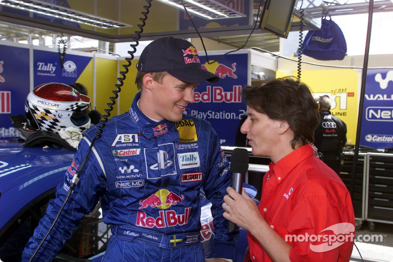 Mattias Ekström siendo entrevistado por el ex piloto de DTM, Ellen Lohr