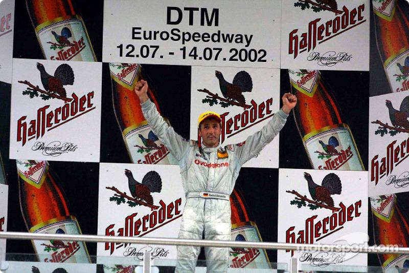 El podio: el ganador de la carrera, Bernd Schneider